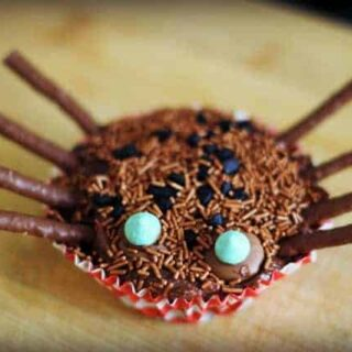 Halloween spider cupcakes with white chocolate webs