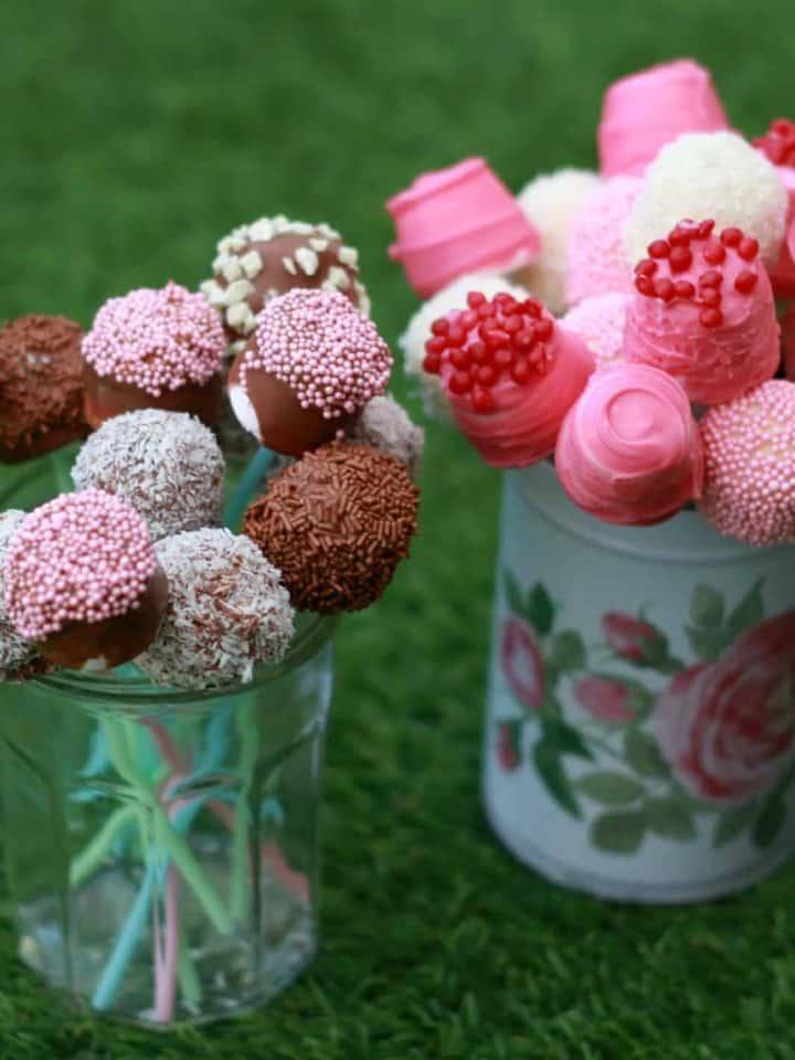 Valentine's marshmallow pops