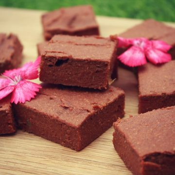 Sweet potato brownies with beautiful edible flowers