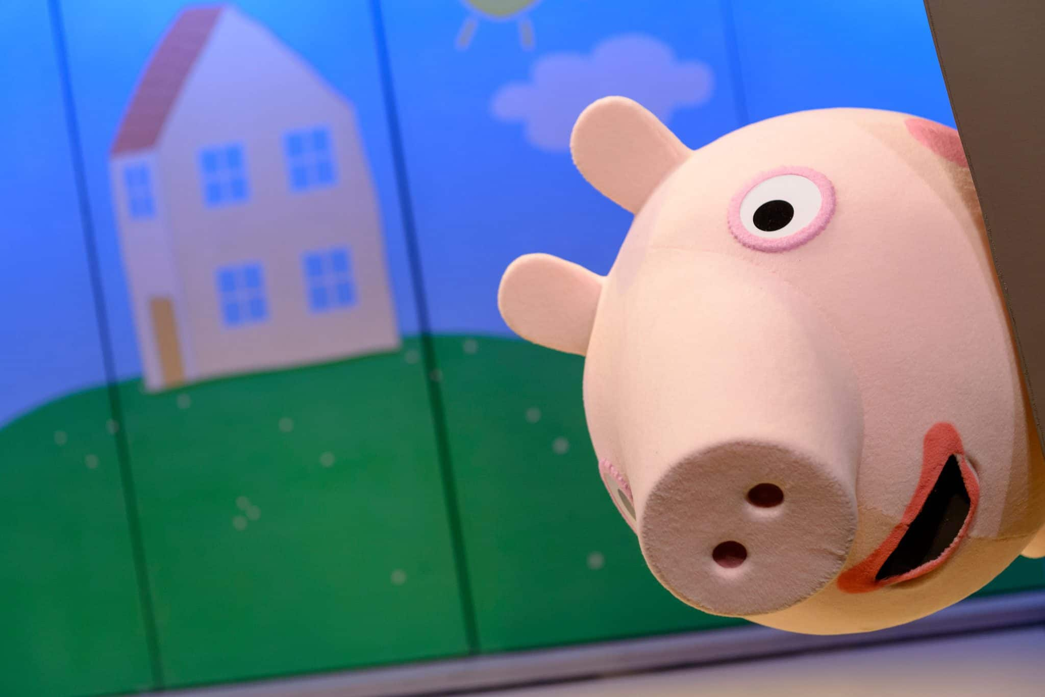 Peppa Pig's big surprise live tour. Peppa playing hide and seek.