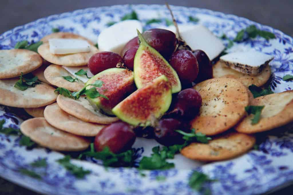 Maltese water biscuits Galletti with goats cheese, figs and grapes