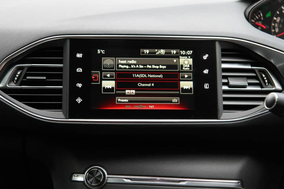 Peugeot 308 GT touchscreen