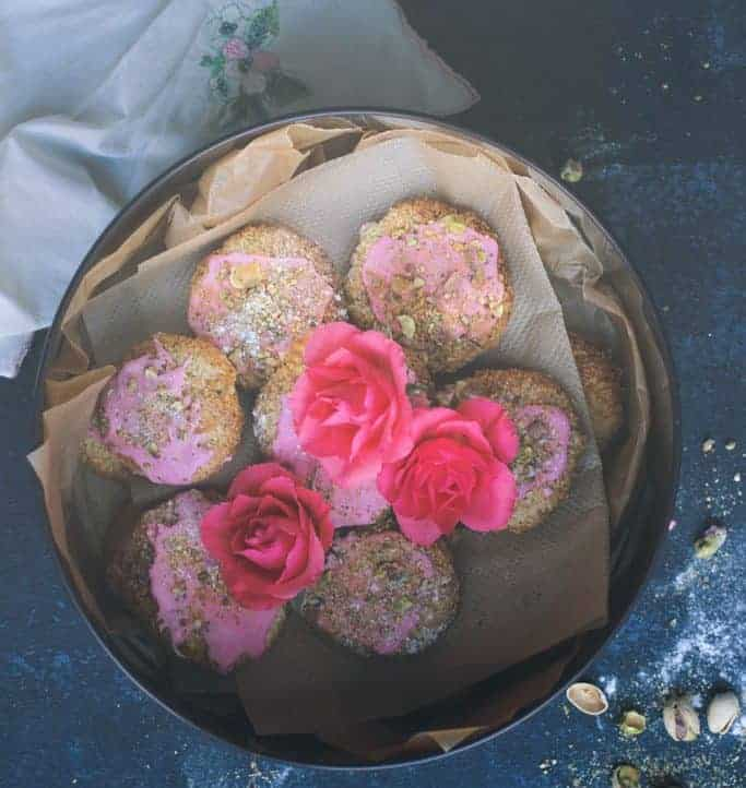 Flourless coconut macaroons with rose and pistachio