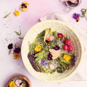 Edible flowers salad