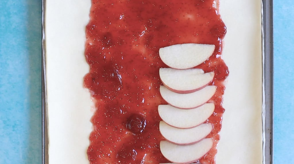 Step by step explaining how to make a mummy pie - strawberry jam with apple on top