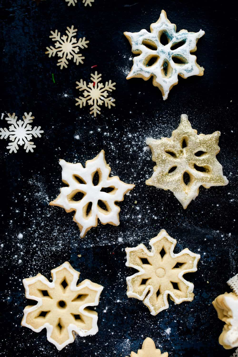 5 snowflake vanilla biscuits on a dark background