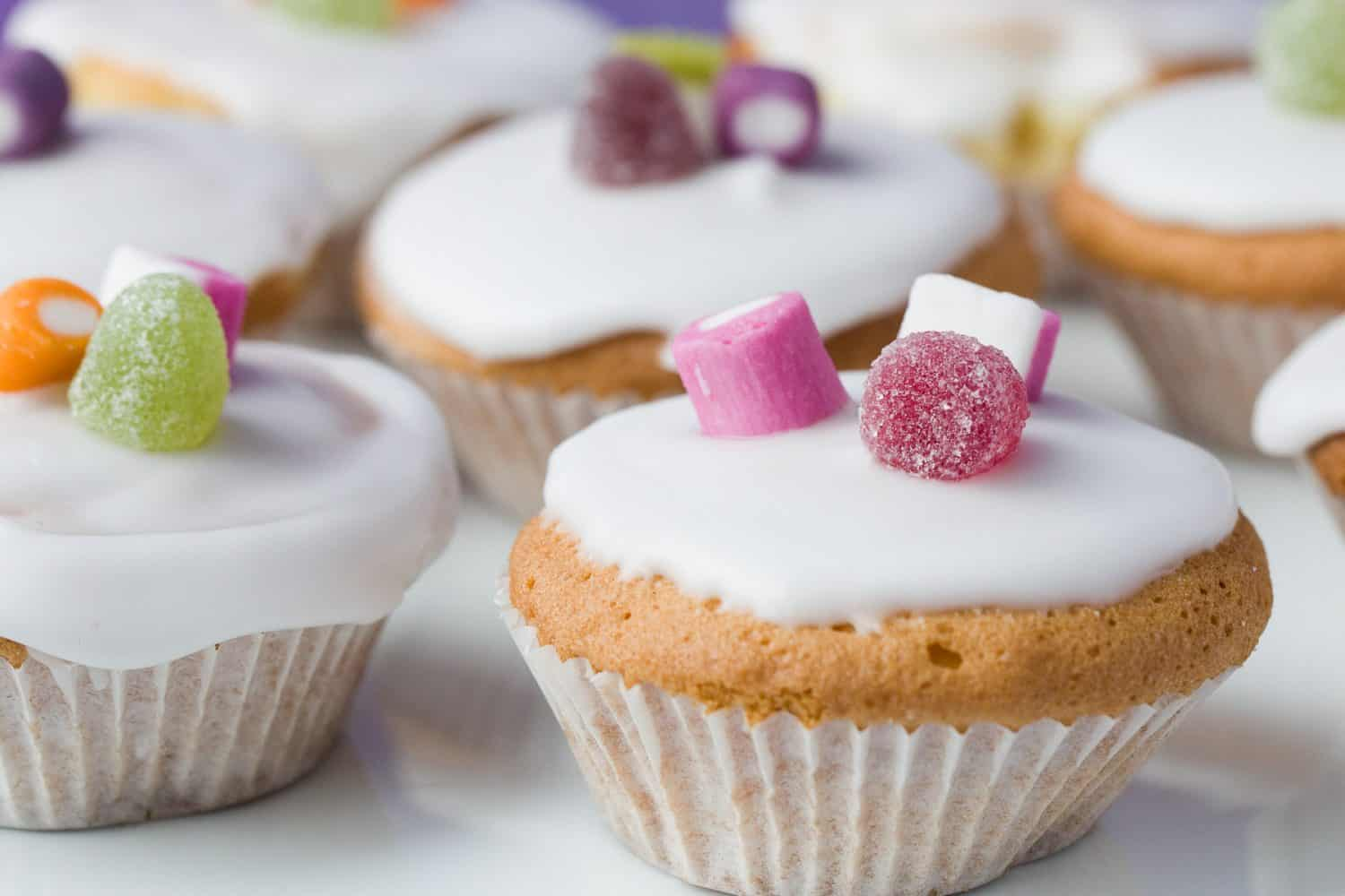 Really Easy Fairy Cakes With Water Icing Amy Treasure
