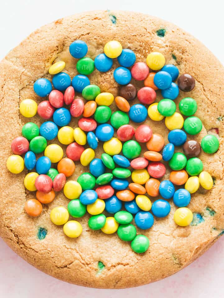 An m&ms cookie pie